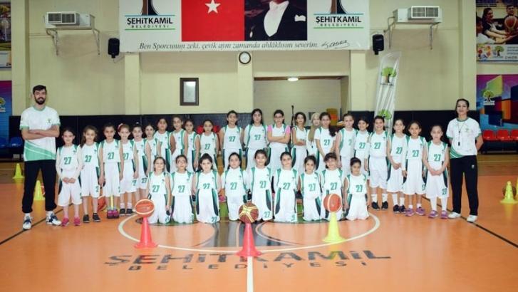 Şehitkamilde'de basketbol spor okulları takdir topluyor