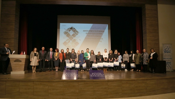 Büyükşehir çalışan kadın personellerini unutmadı
