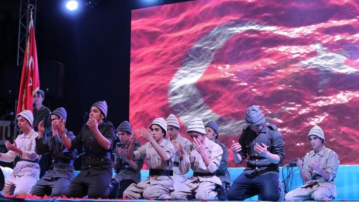 Şahinbey Belediyesi binlerce kişiyle şehitlerini andı