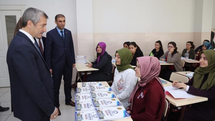 Şahinbey Belediyesi milyonlarca kitap hediye etti