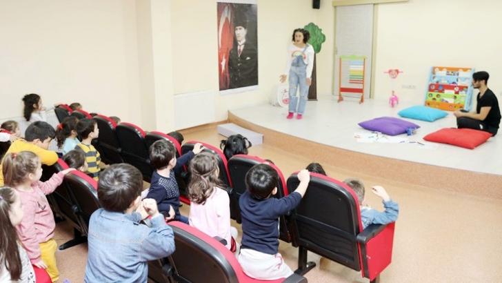 GAÜN'de tiyatro gösterimi