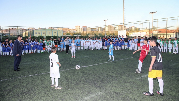 Futbol sevgisiyle yeşil sahada buluştular