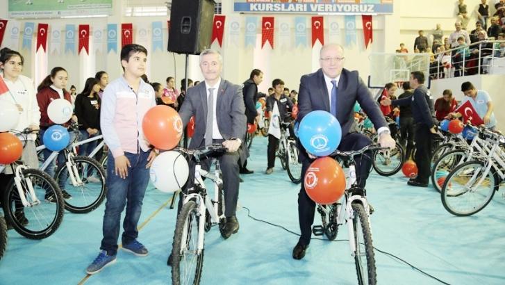 675 başarılı  öğrenciye bisiklet