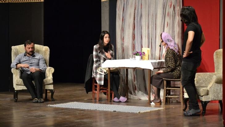 Madde bağımlılığının zararları tiyatro oyunuyla anlatıldı