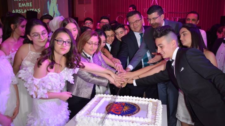 Şahin GKV'lilerle pasta kesti