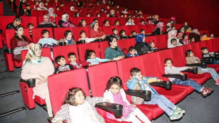 Şehitkamil'deki minikler sinemada buluştu