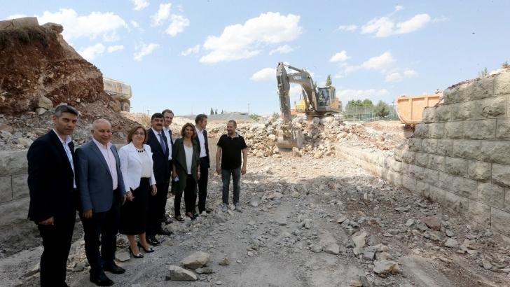 65 yıllık Karşıyaka köprüsü yıkıldı