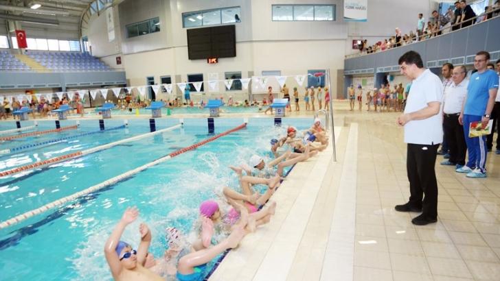 Alleben yüzme havuzunda yaz spor okulu coşkusu
