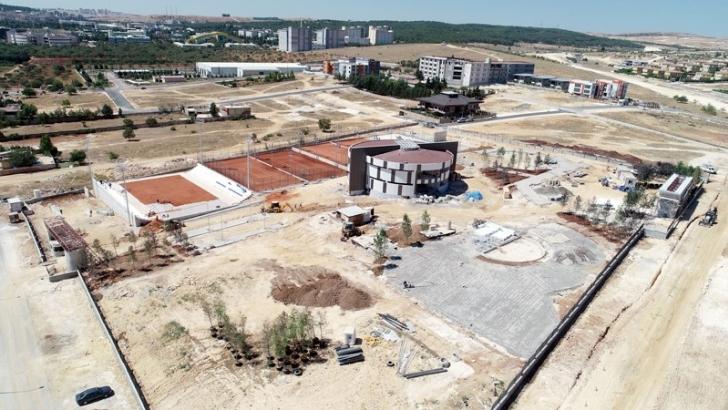 Büyükşehir'den tenis kompleksi