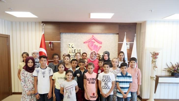 Bakan Selçuk, Gaziantepli çocukları kabul etti