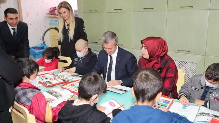 Tahmazoğlu'ndan lösemili çocuklara moral ziyareti