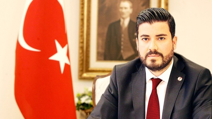 """""""ATATÜRK, HAYATINI ÜLKESİNE ADAMIŞ BİR KAHRAMAN"""""""