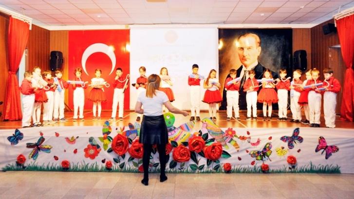 Minik GKV'lilerden İstiklal Marşı Oratoryosu