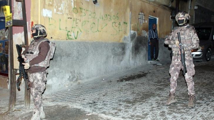 Uyuşturucu tacirlerine operasyon: 8 gözaltı