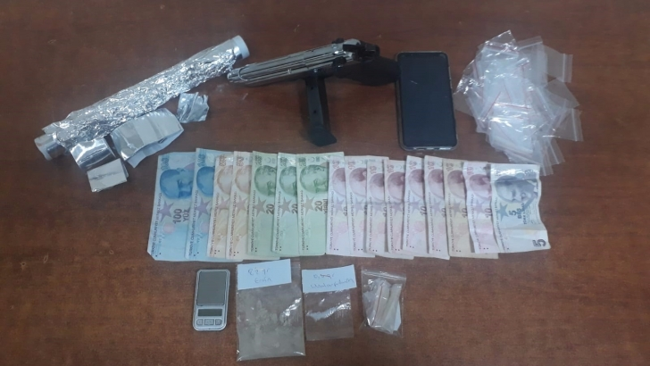 Uyuşturucu satıcılarına suç üstü
