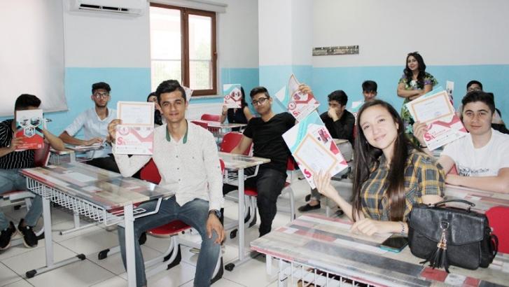 Özel Suat Albayram Anadolu Lisesi'nde karne heyecanı