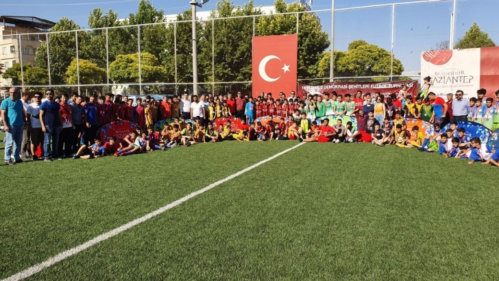 """""""15 TEMMUZ FUTBOL TURNUVASI""""NIN ÖDÜLLERİ VERİLDİ"""