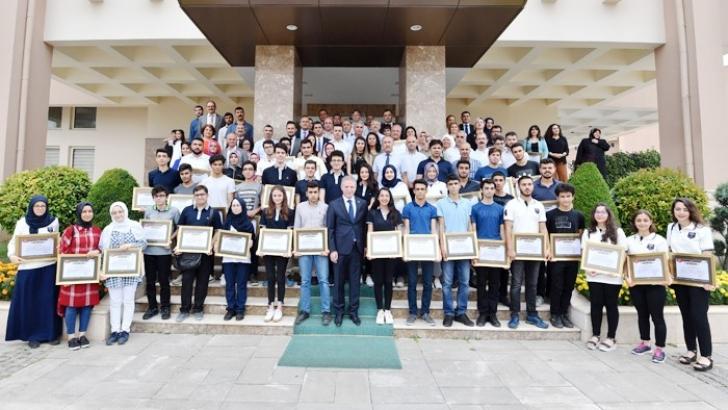 LYS'de ilk 1000'e giren öğrencilere teşekkür belgesi