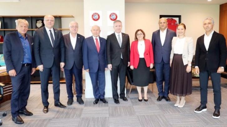 TFF Başkanı Özdemir'i ziyaret ettiler