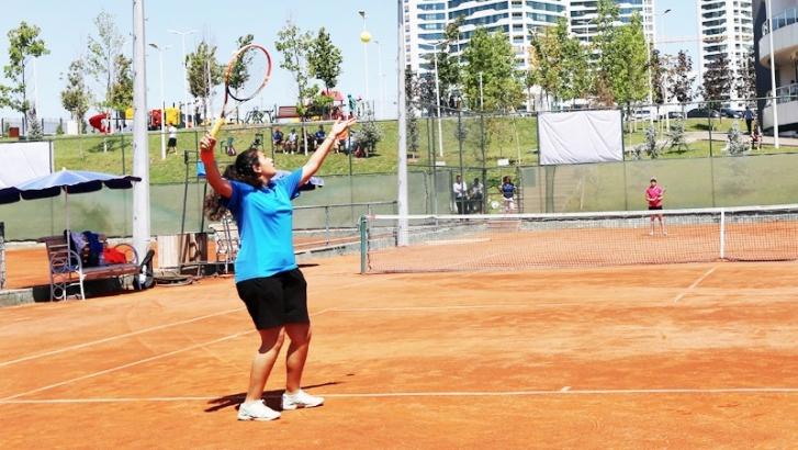 Tenis turnuvası sürüyor
