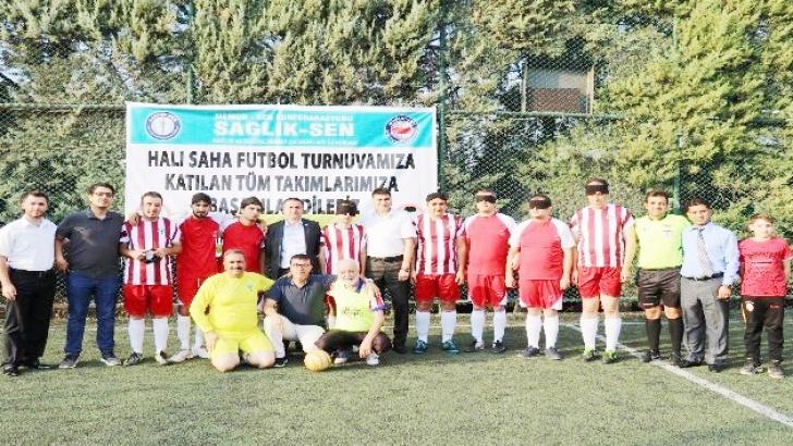 Görme engelli sağlıkçılardan futbol şovu