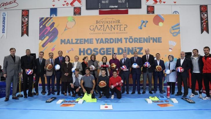 Büyükşehir'den 518 okula spor malzemesi