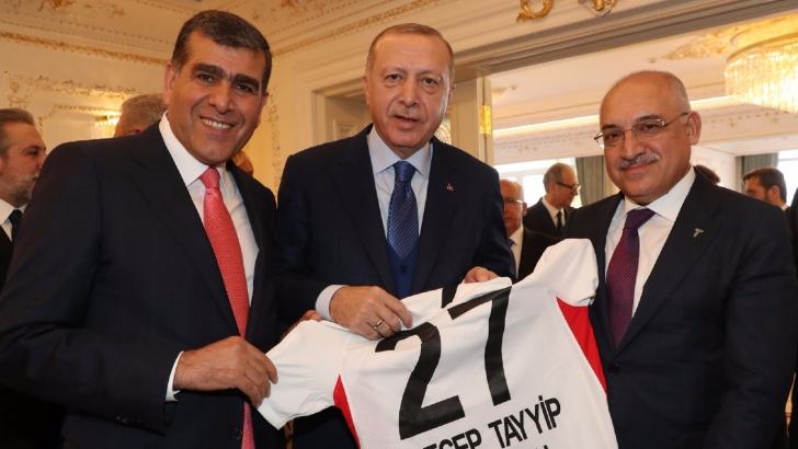 Erdoğan'a 27 numaralı Gaziantep FK forması