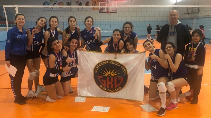 GKV kız voleybol takımı Türkiye yarı finalinde
