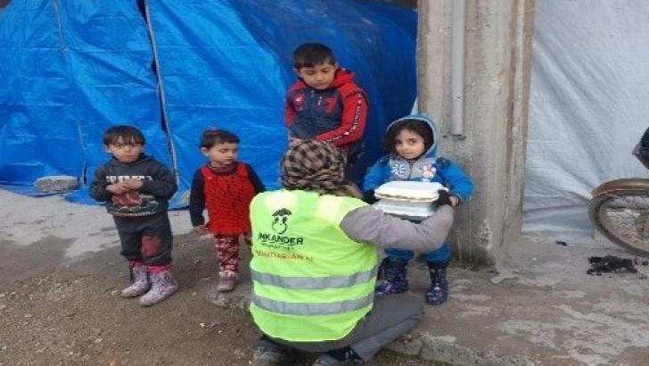 İmkander'den İdlib halkına gıda kömür ve battaniye yardımı