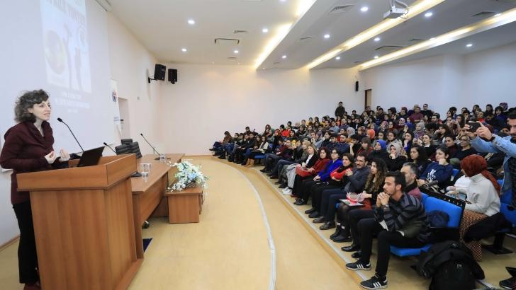 GAÜN'DE 'İYİ AİLE YOKTUR' KONFERANSI