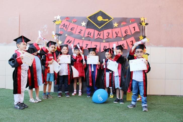 Gaziantep Minik Yıldızlar'dan  tedbirli mezuniyet töreni