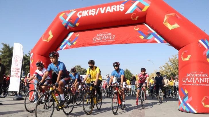 """""""Cumhuriyet Bisiklet Turu"""" düzenlendi"""