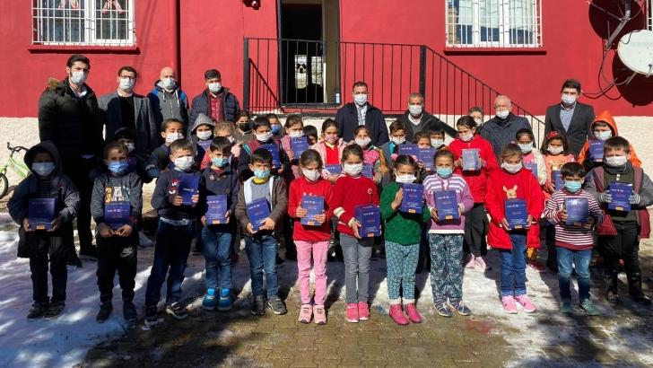 Alleben Rotary'den çocuklara karne hediyesi