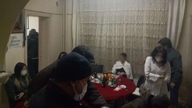 Polisi görünce gazinodan kaçıp başka adreste buluştular