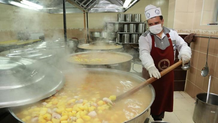 Her gün 8 bin 500 kişiye sıcak yemek