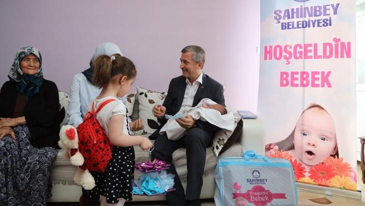 Tahmazoğlu, 70.000'ninci bebeği ziyaret etti