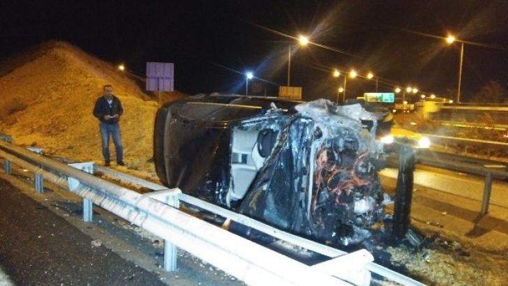 Gaziantep'te yoldan çıkan otomobil alev aldı