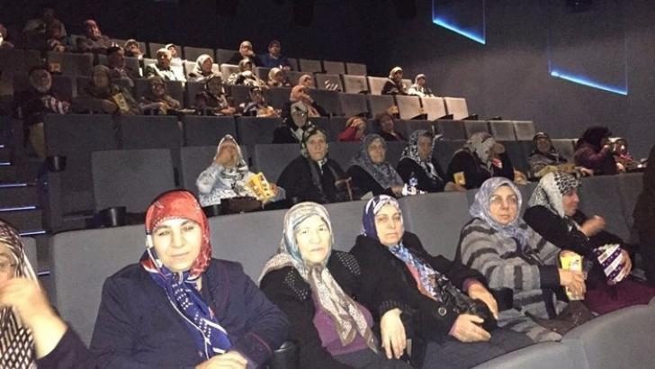 Yaşlılar ilk kez sinemaya gitti
