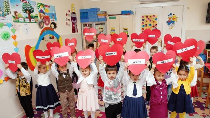 Minik öğrencilerden anlamlı kutlama