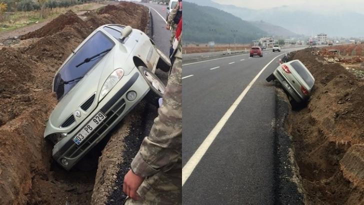 Yol çalışması için kazılan kanala otomobil düştü