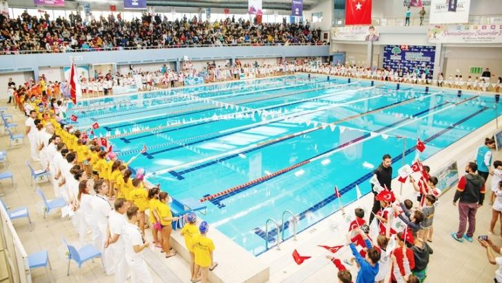 3. geleneksel yüzme şenliğinde 410 sporcu yarıştı