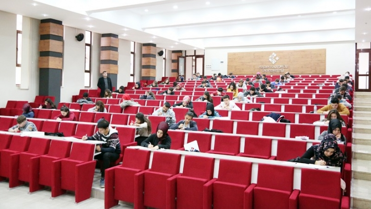 HKÜ'den Üniversite adaylarına YKS tatbikatı