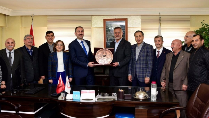 Bakan Gül'den Alevi Kültür Derneğine ziyaret