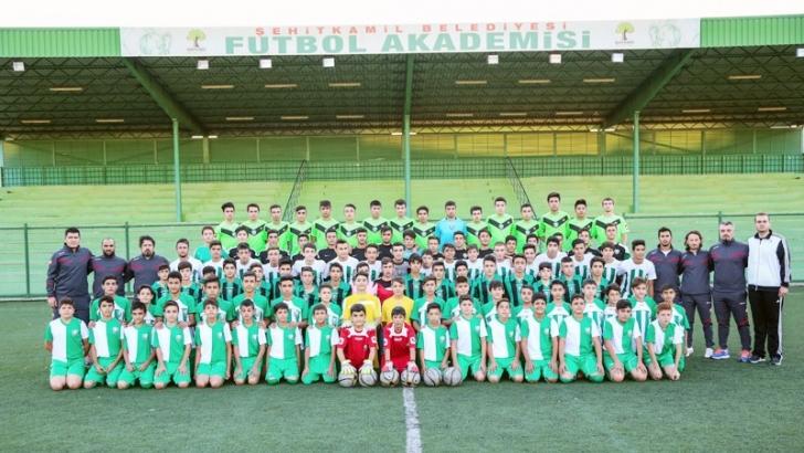 Şehitkamil'de 3 bin futbolcuya destek