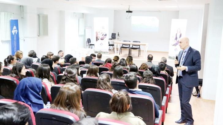 Üniversite adaylarına motivasyon semineri
