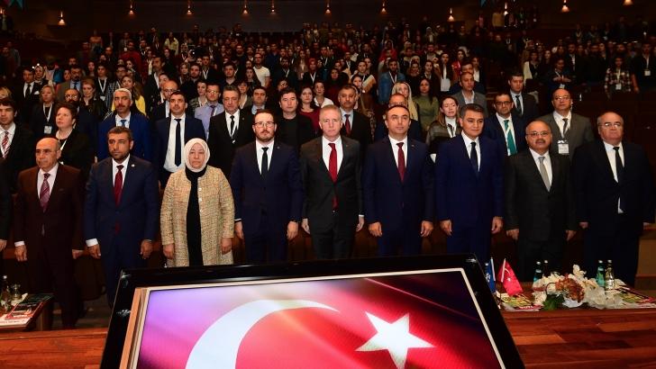 """""""Halk sağlığı hem Türkiye'nin hem dünyanın önemli meselelerinden"""""""