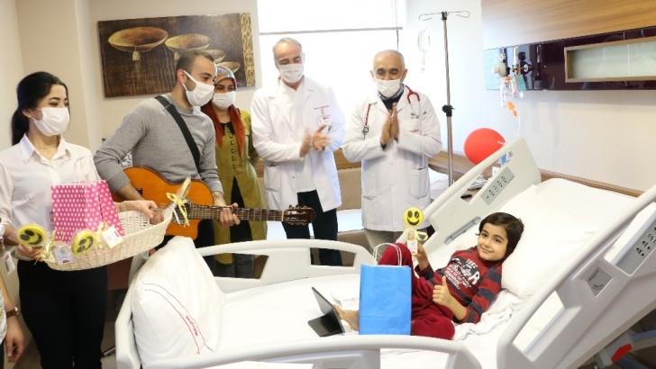 Minik hastalara anlamlı ziyaret
