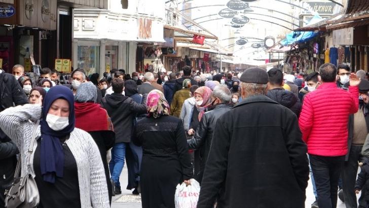 Gaziantep'te sokaklar tıklım tıklım