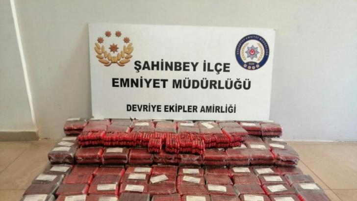 Durdurulan araçtan 38 bin adet bandrolsüz ilaç yakalandı