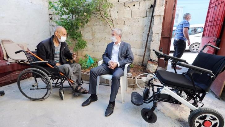 Tahmazoğlu engelli vatandaşları yalnız bırakmadı